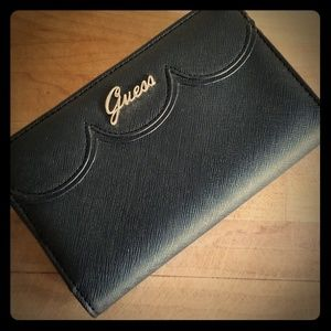 LIKE NEW GUESS WALLET